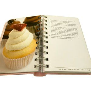 Accessories - Sweet Little Book of Cupcakes, Hardcover Book
